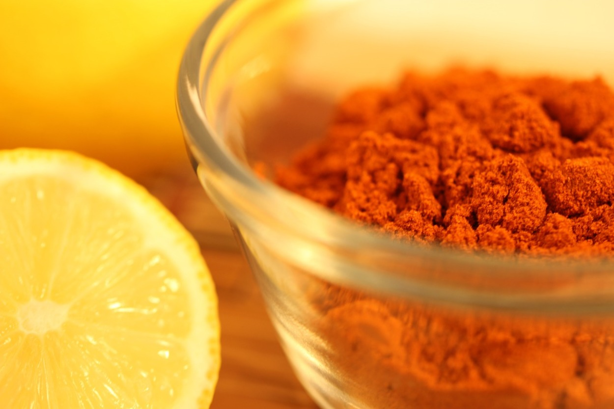 spice in bowl with lemon