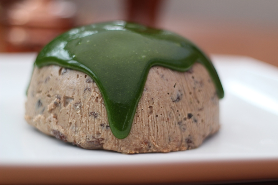 Raw,-Vegan-Christmas-Pudding-green-topping